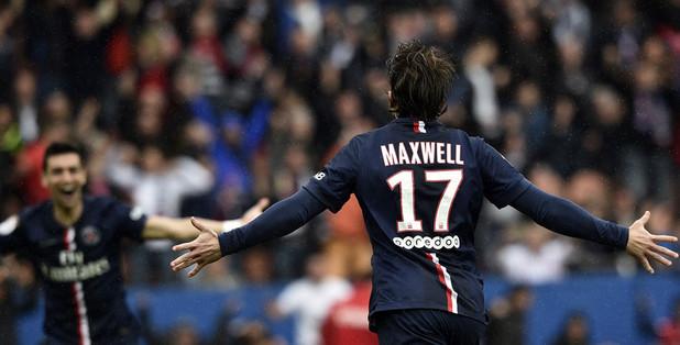 El brasileño Maxwell no continuará con el PSG porque no logró conseguir el pasaporte comunitario. (Foto Prensa Libre: Hemeroteca)