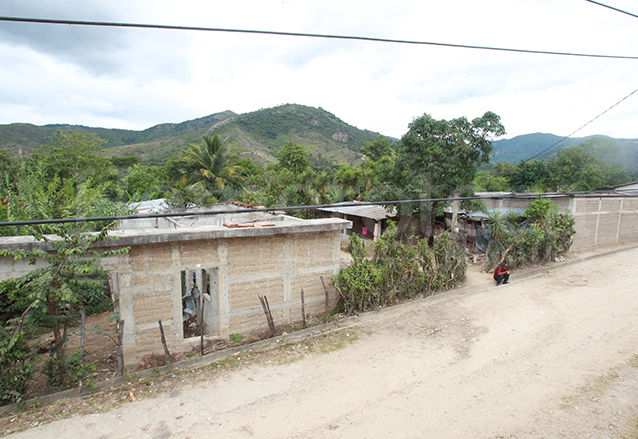 Los damnificados por la construcción de la hidroeléctrica fueron trasladados a Pacux, donde han vivido por más de treinta años en condiciones precarias. (Foto: Hemeroteca PL)