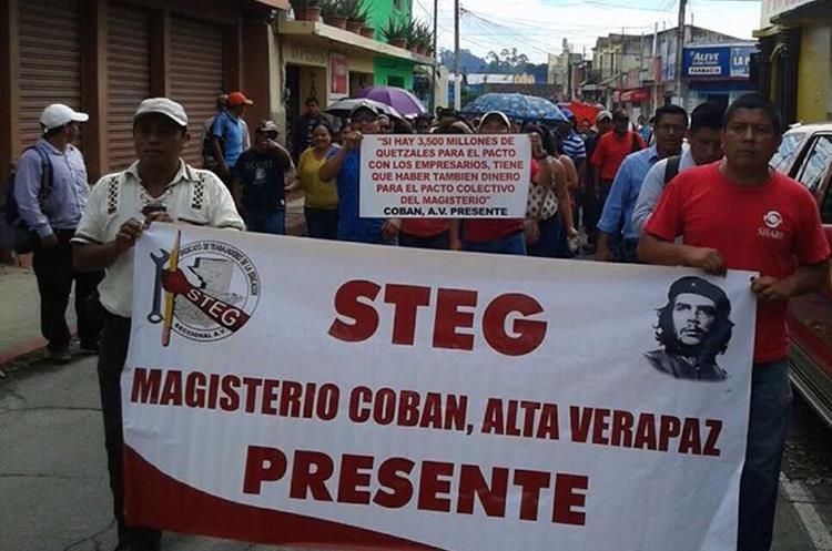 En Cobán también se unieron a las mismas peticiones del magisterio. (Foto Prensa Libre: Eduardo Sam Chun)