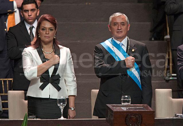 """Otto Pérez Molina y Roxana Baldetti Elías tomaron posesión de la Presidencia y Vicepresidencia el 14 de enero de 2012. Ambos renunciaron al cargo por su participación en la estructura de defraudación aduanera """"La Línea"""" en 2015, sin concluir su mandato. (Foto: Hemeroteca PL)"""