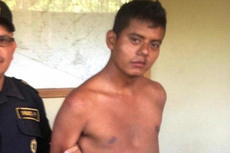 Presunto agresor capturado en Moyuta, Jutiapa. (Foto Prensa Libre: Óscar González).