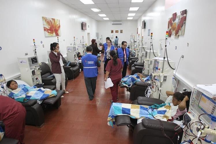 Pacientes renales en la Unidad Nacional de Atención al Enfermo Renal Crónico. (Foto Prensa Libre: Hemeroteca PL)