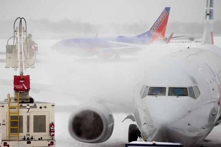 La tormenta invernal deja nieve, hielo y vuelos cancelados en costa este de EE. UU. (Foto Prensa Libre: AP).