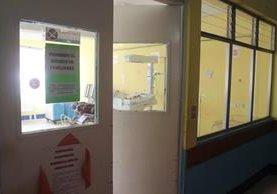 Niña abandonada permanece en el Hospital Nacional de Jalapa, bajo observación de médicos. (Foto Prensa Libre: Hugo Oliva)