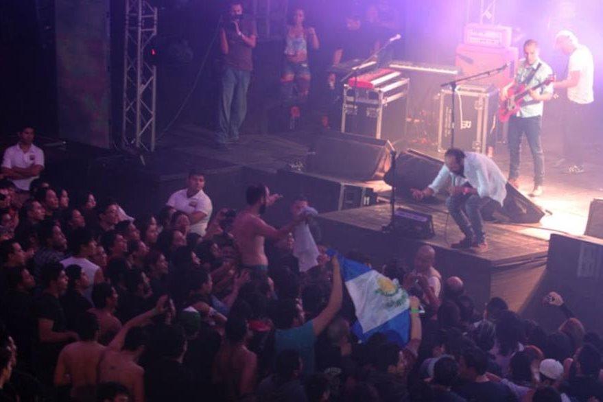 Bohemia Suburbana comparte con sus seguidores en sus presentaciones. (Foto Prensa Libre: Keneth Cruz)