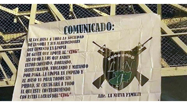 Una de las narcomantas fue colocada en un sector de Michoacán.