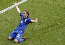 Luka Modric festeja después de marcar el gol del triunfo. (Foto Prensa Libre: AP)