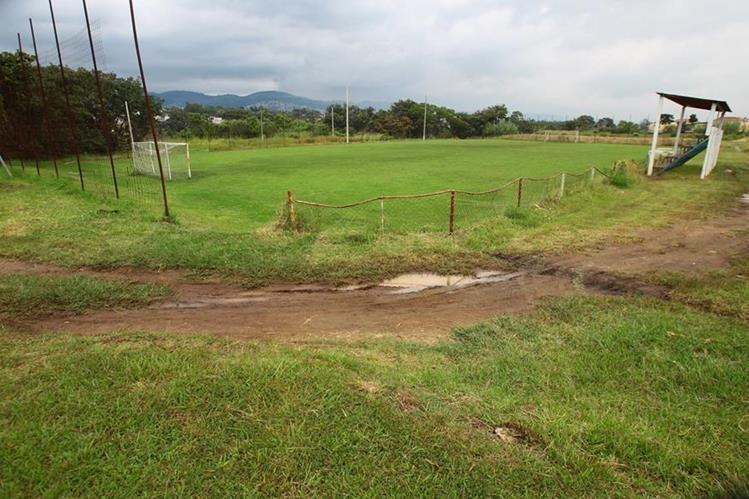 El área de los campos que buscan recuperar los vecinos se concedió en usufructo a la CDAG en 1992. (Foto Prensa Libre: Hemeroteca PL)