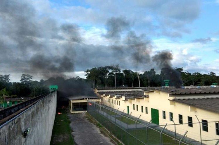 Panorámica del área donde ocurrió un enfrentamiento el 2 de enero último en un complejo penitenciario en Manaos, Brasil. (Foto Prensa Libre: EFE).