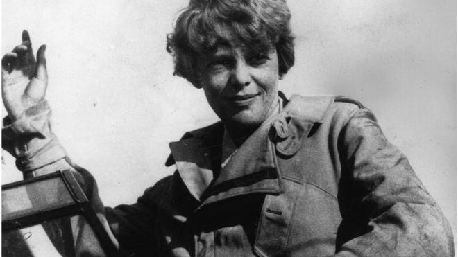 Una foto recién descubierta sugiere que la legendaria aviadora estadounidense pudo haber muerto siendo prisionera de guerra de los japoneses y no en un accidente en el océano Pacífico. GETTY IMAGES