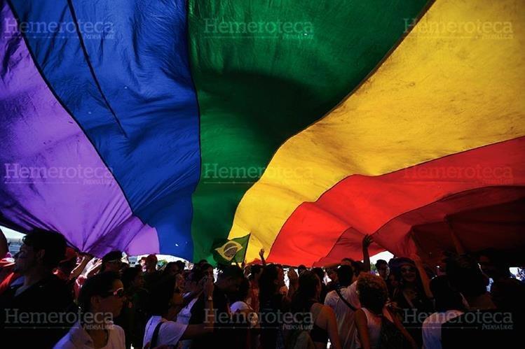 Manifestantes en favor del matrimonio homosexual. (Foto: Hemeroteca PL)