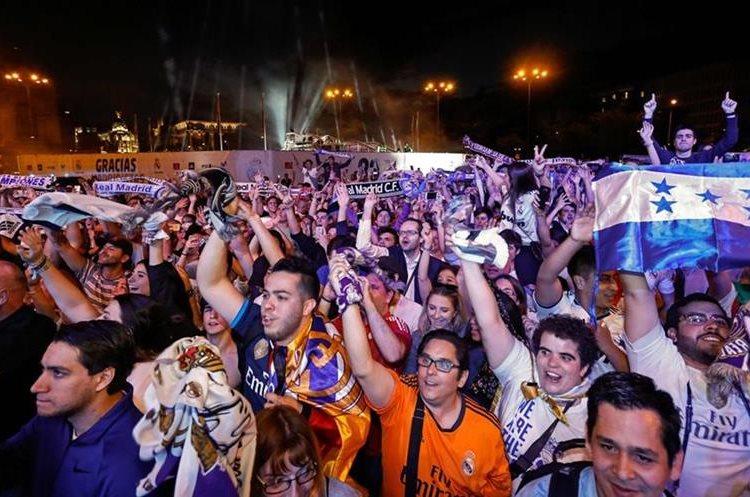 Cibeles se vistió de gala para recibir al equipo campeón de La Liga. (Foto Prensa Libre: AFP)