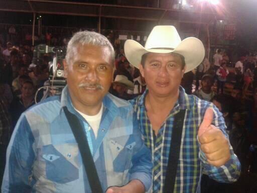 Amílcar Montejo, alcalde electo, y Luis Ruíz -derecha-, durante actividades de campaña electoral. (Foto Prensa Libre: Cortesía)