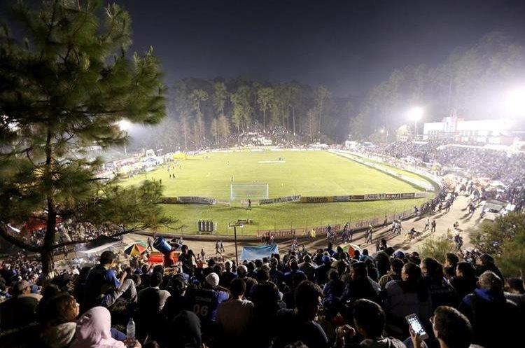 El estadio Verapaz lució sus mejores galas para el duelo de ida de las semifinales del Apertura 2017.