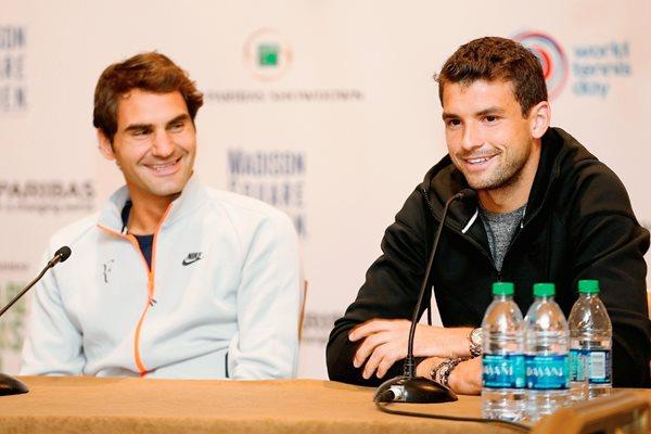 Roger Federer y Grigor Dimitrov hablaron durante la conferencia de prensa. (Foto Prensa Libre: AFP)