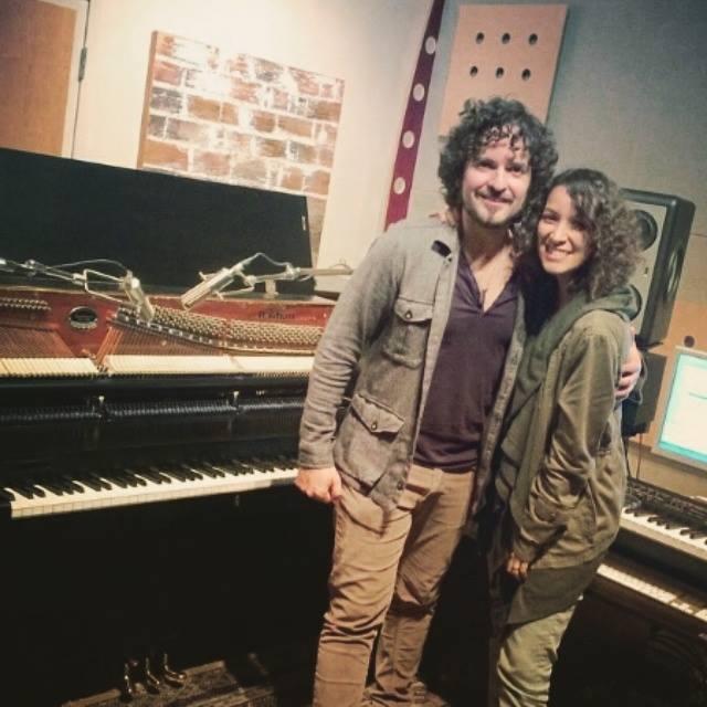 Tommy Torres y Gaby Moreno se reunieron en el estudio de grabación para fusionar sus voces el tema Ven. (Foto Prensa Libre: Hemeroteca PL)