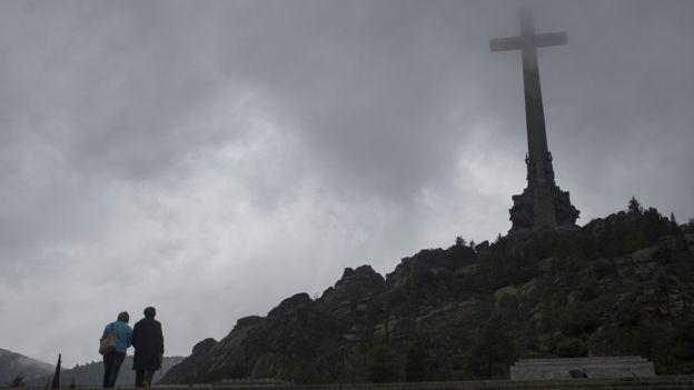 Francisco Franco está enterrado en el Valle de los Caídos a las fueras de Madrid. (AP)