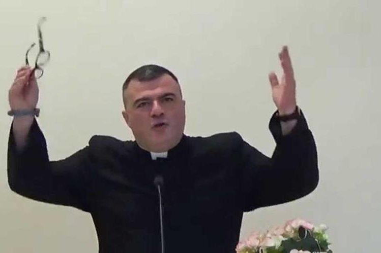 Massimiliano Pusceddu indignA a internautas, asociaciones de gays de Italia.