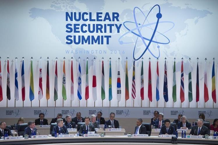 Jefes de Estado y ministros de las pontecias mundiales participan en la Cumbre Nuclear. (Foto Prensa Libre: EFE).