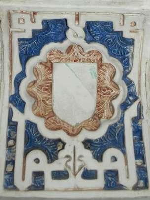 """En un arco de la Sala de los Reyes puede leerse dos veces la palabra """"Felicidad"""", siguiendo la orientación latina y la árabe. AGRADECIMIENTO A JUAN CASTILLA"""