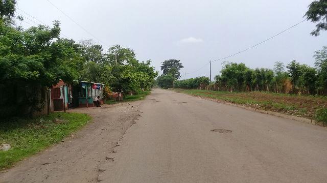 La carretera que comunica de Retalhuleu hacia Caballo Blanco no ha recibido mantenimiento. (Foto Prensa Libre: Rolando Miranda)