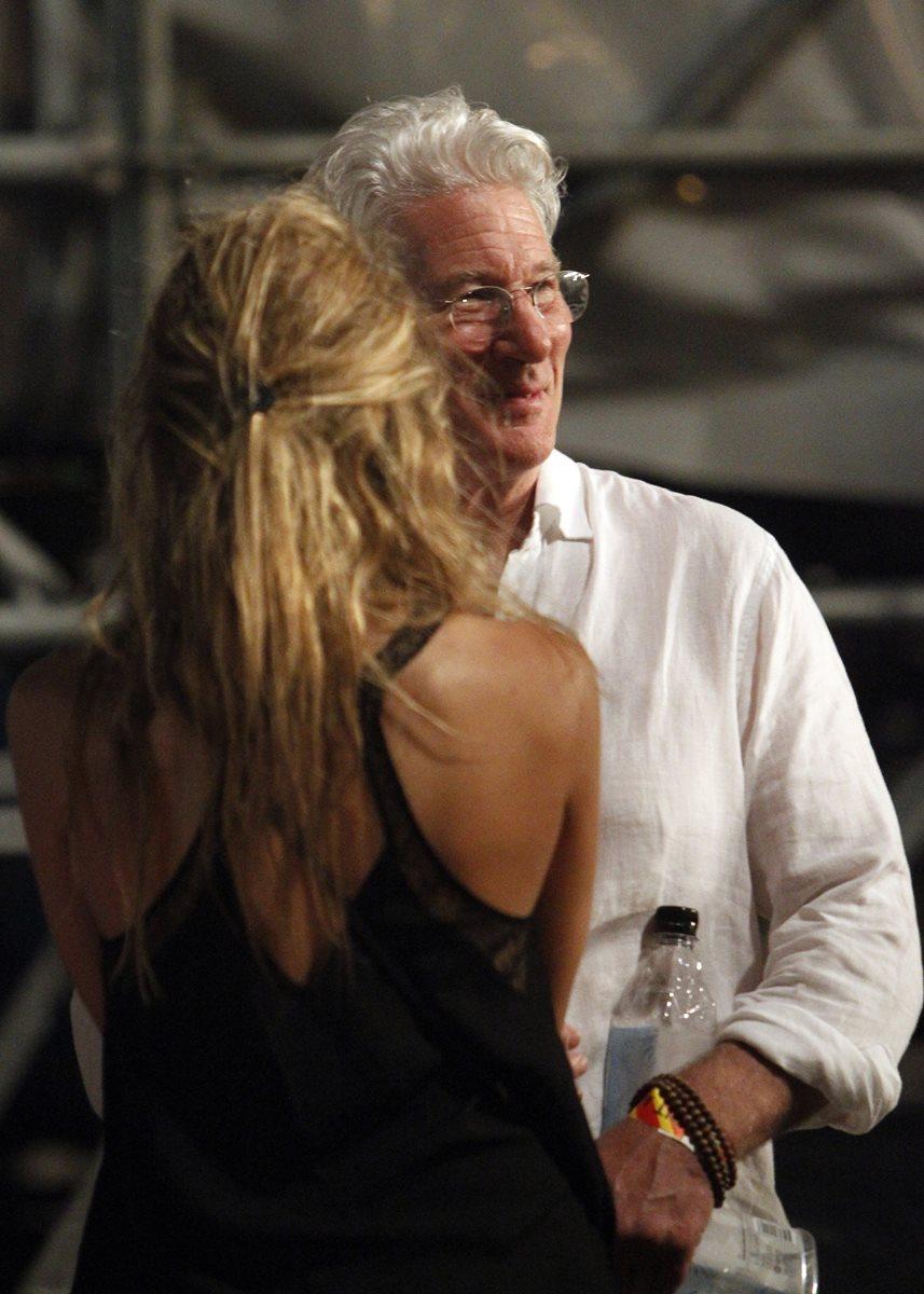 El actor estadounidense Richard Gere asistió al concierto de la banda británica de rock. (Foto Prensa Libre, EFE)