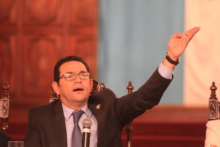 Amigos y familiares del presidente son prófugos o procesados por casos de corrupción y otros delitos. (Foto Prensa Libre: Hemeroteca PL)