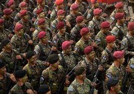 <span>Efectivos de la</span> <span>fuerza especial</span> <span>salvadoreña</span> <span>asisten</span> <span>el lanzamiento</span> <span>oficial de su</span> <span>unidad</span><span>. (AFP).</span>