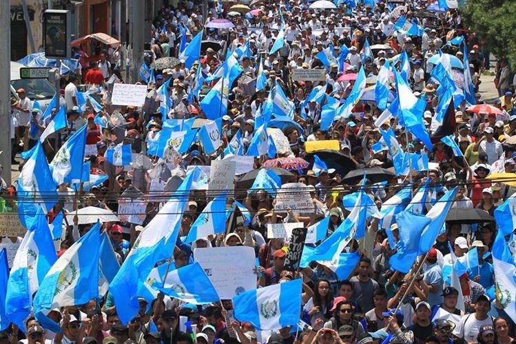 Protestas ciudadanas han presionado por reformas a la Ley Electoral y por compromisos de Estado contra la corrupción. (Foto: Hemeroteca PL)