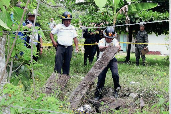 Las autoridades  investigan el caso en Dolores, Petén. (Foto Prensa Libre: Walfredo Obando)