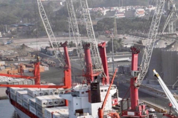 Los puertos mantienen un flujo positivo en 2015.