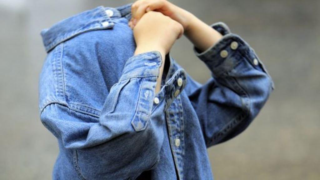 La timidez que uno tiene de niño no necesariamente desaparece en la edad adulta. (GETTY IMAGES)
