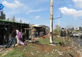 El número de víctimas mortales superó los cien, por el ataque suicida contra buses donde se evacuaba a varios sirios. (Foto, Prensa Libre: Efe)