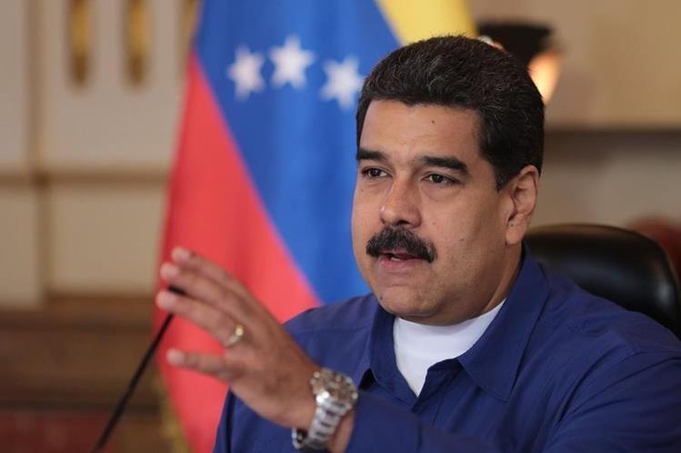 Nicolás Maduro aseguró que mantendrá la convocatoria a una Asamblea Nacional Constituyente pese a que la oposición realizó una consulta popular. (EFE).