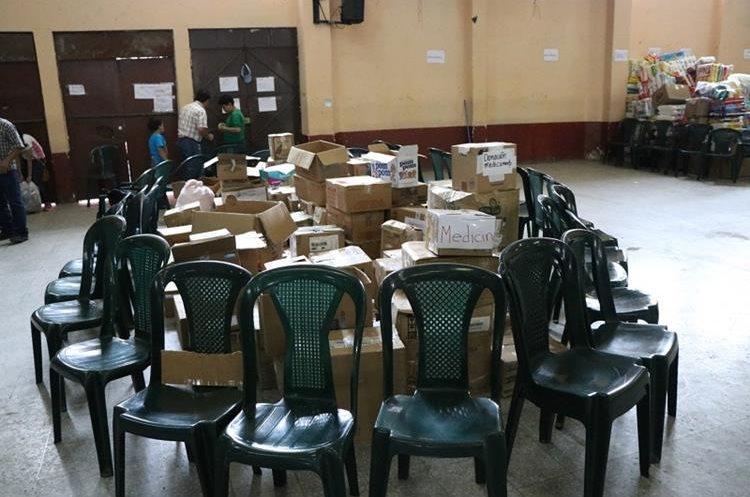 Área donde se almacenan medicamentos recibidos en el centro de acopio de Quetzaltenango. Hasta ahora se ha enviado un picop con parte de lo donado. (Foto Prensa Libre: María José Longo)