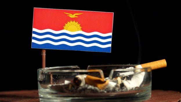 La nación isleña de Kiribati tiene bajos impuestos sobre los cigarrillos por lo que su consumo es extremadamente alto. GETTY IMAGES