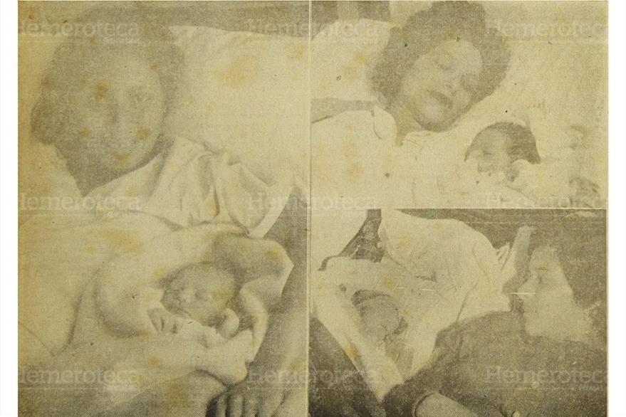 PRENSA LIBRE premia al niño Carlos Alberto Rodríguez,a la derecha, se ve a los niños : Miriam Ninette Pérez Ortega, Francisco Roberto Ford Salguero que obtubieron segundo y tercer lugar. 3/1/1956. (Foto: Hemeroteca PL)