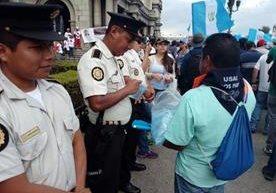 Manifestantes fueron solidarios con policías durante el paro.
