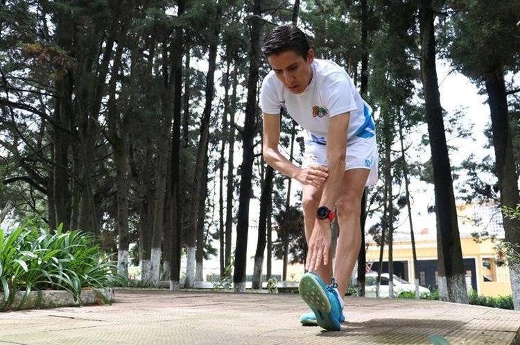 Calentamiento. Antes de la carrera, hacer 15 minutos de activación física de menos a más, y otros 15 minutos para estirar los músculos, especialmente las piernas. (Foto Prensa Libre: Raúl Juárez)