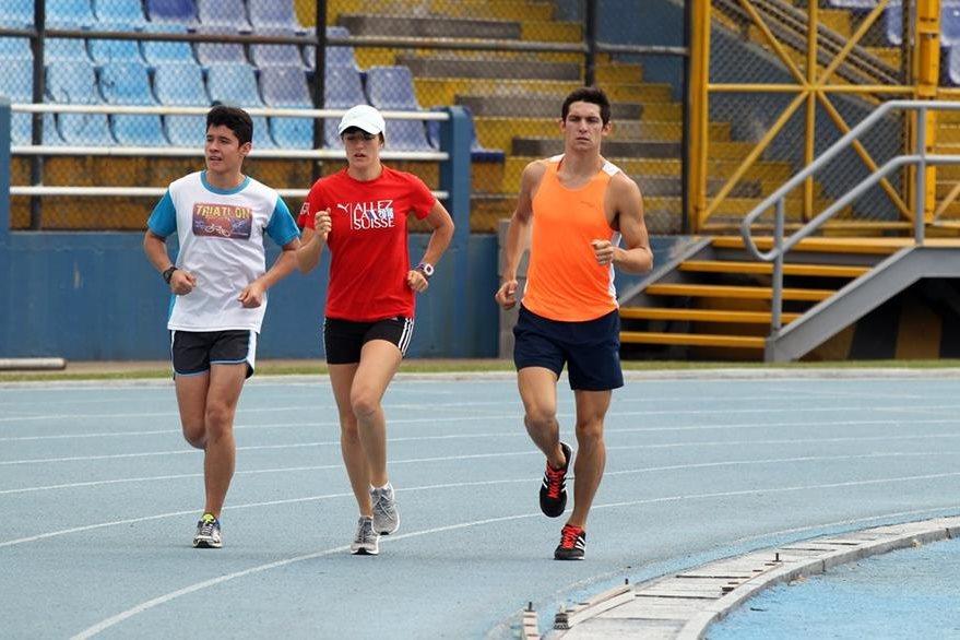 Isabel Brand se entrena en el estadio Mateo Flores antes de viajar a Barcelona. (Foto Prensa Libre: Carlos Vicente).