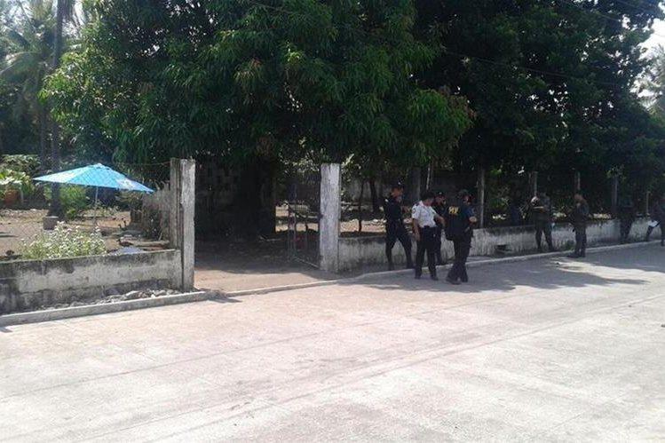 La PNC investiga el ataque contra dos mujeres en Sipacate, Escuintla. (Foto Prensa Libre: Carlos Paredes)