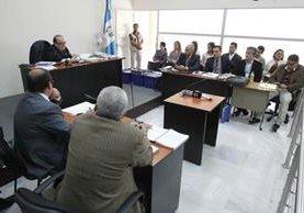 Juez décimo liga a proceso a seis implicados en fraude al seguro social. (Foto Prensa Libre: Paulo Raquec)
