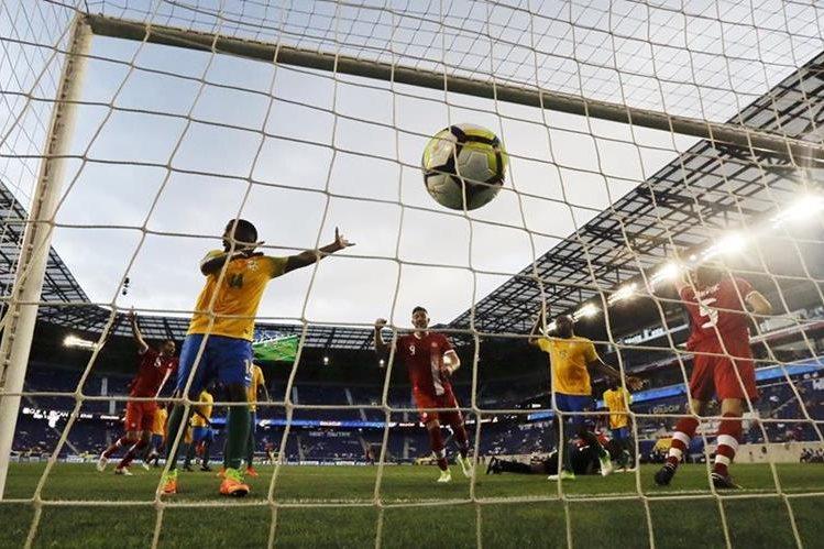 Canadá derrotó 4-2 a Guyana Francesa en el partido inaugural de la Copa Oro en Nueva Jersey. (Foto Prensa Libre: AP)
