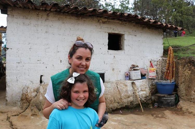 Mónica Vicente y su hija Daniela. Foto Prensa Libre: Héctor Cordero.