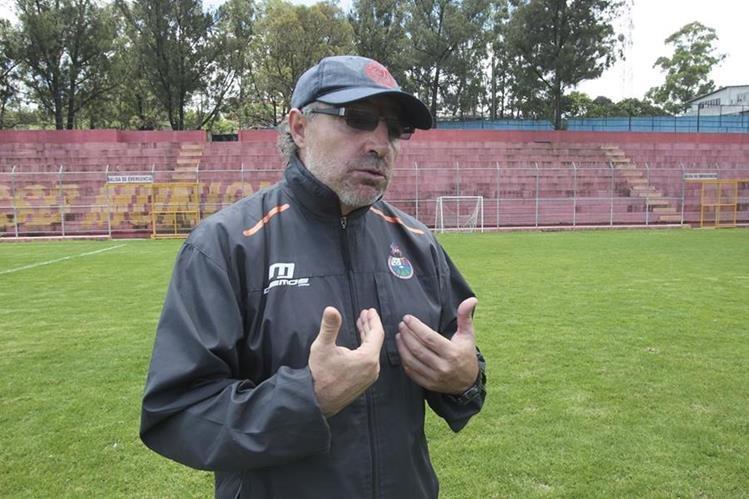 Gustavo Machaín, técnico de Municipal, conversó con Tododeportes. (Foto Prensa Libre: Norvin Mendoza)