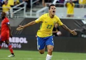 Philippe Coutinho fue la gran figura de Brasil en el triunfo contra Haití. (Foto Prensa Libre: AP).