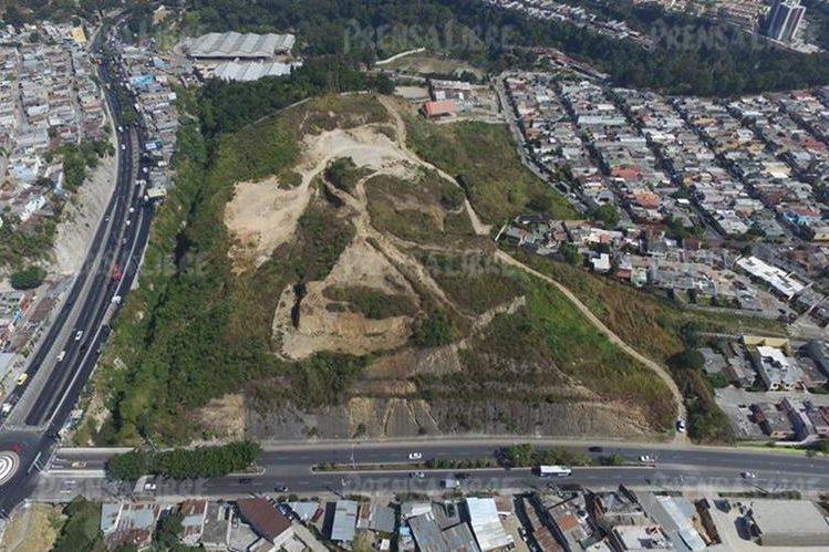 El terreno en el que se edificarán los apartamentos se ubica a 200 metros de la ruta al Atlántico, en la zona 17 capitalina. (Foto Prensa Libre: Álvaro Interiano)