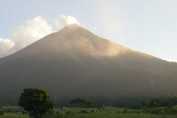 <p>Volcán de Fuego. (Foto cortesía del Insivumeh)</p>
