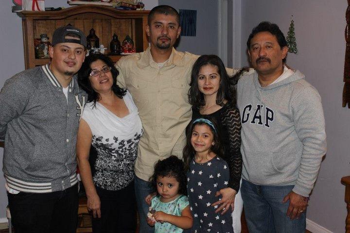 Su esposa, hijos y nietos han apoyado a Leysser  Parada durante sus largas jornadas de trabajo.  (Foto Prensa Libre: Leysser Parada).