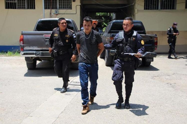 Josué Eulicer Morán es el presunto delincuente capturado en San Benito. (Foto Prensa Libre: Rigoberto Escobar).